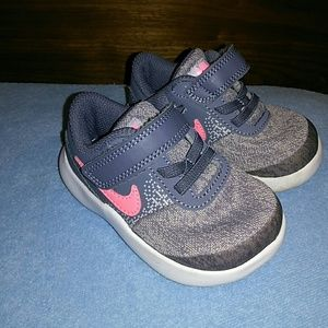 Nike Flex Contact Running Shoe size 5C